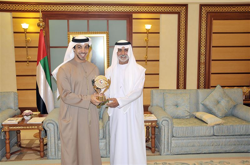 Mansour bin Zayed honours winners of Emirates Award for Human Resources in the Federal Government